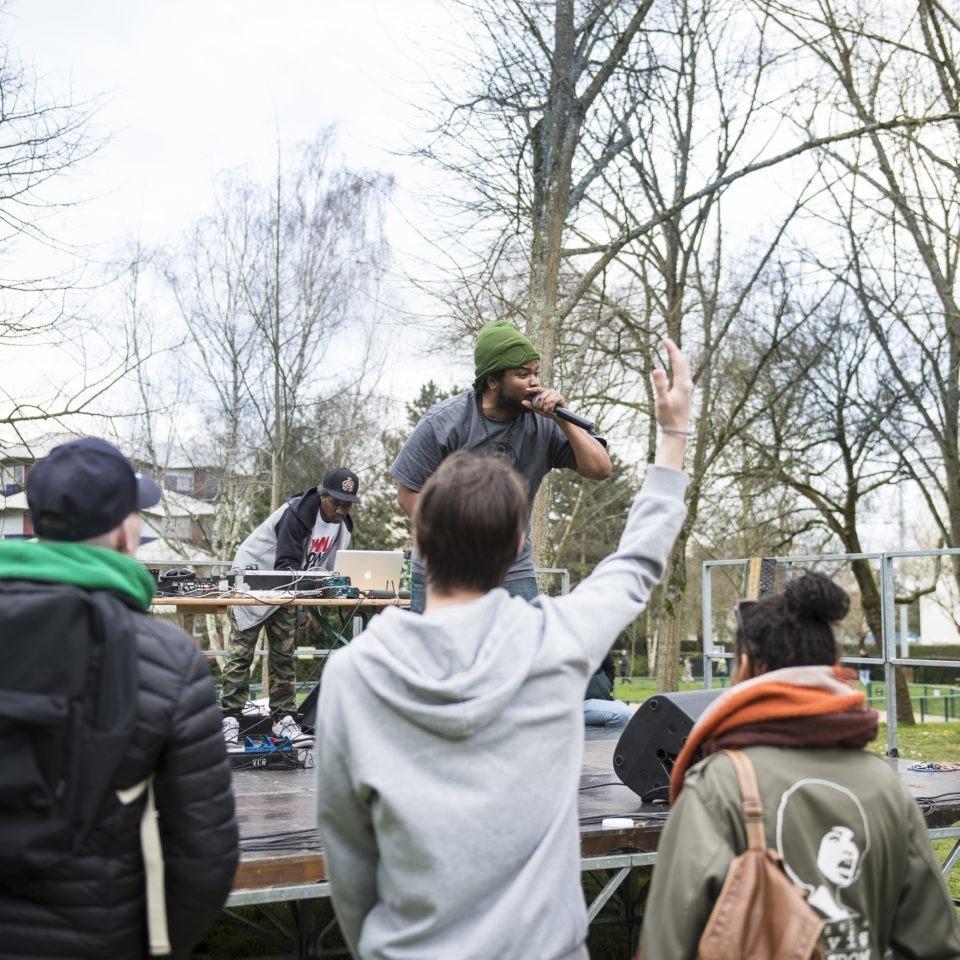 7éme édition du Dooinit festival, l'événement hip hop rennais propose une programmation ambitieuse et pointue. Du 29 mars au 3 avril 2016 les puristes et fans de culture afro-américaine se sont délectés du meilleur de la scène hip hop, beatmaking et DJing.